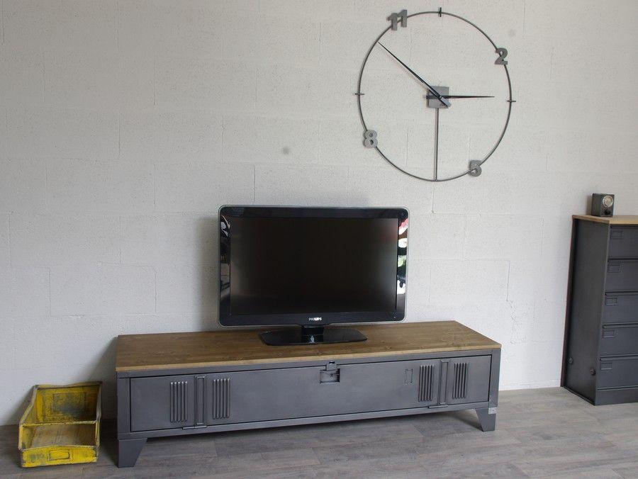 Vestiaire transformé en meuble TV industriel métal et bois
