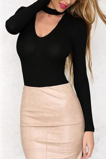 It is not hart to have a sexy look. This bodysuit may be your best choice. Featuring v-neck, long sleeves and hidden zip back. Team it up with your high waist skirt to match a sexy look. - Sexy style