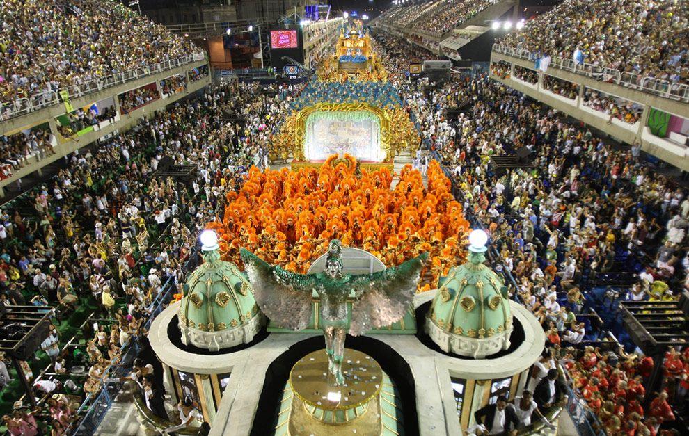 #Carnaval - Unidos de Vila Isabel, Rio de Janeiro, 2009 #Brasil #Brazil #penas #exuberancia #exotico #springsummer
