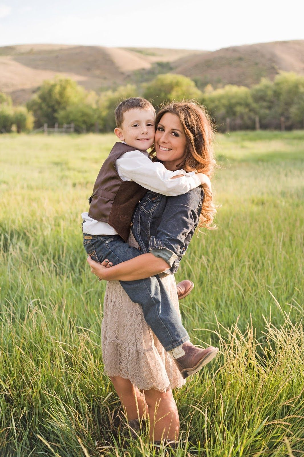 MOTHER AND SON FORBIDEN LOVE  Mother and son photo. Family photography. Photography poses. Country photos. Western photography