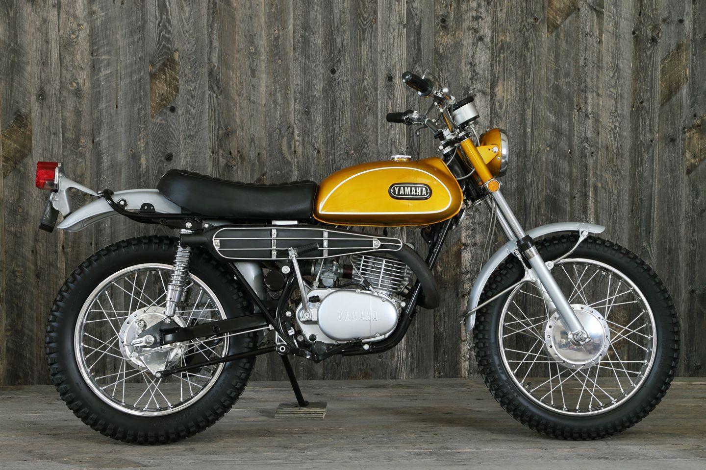 1969 Yamaha 250 Dt 1 Enduro Gold Yamaha Bikes Yamaha Trail Bike Enduro Motorcycle