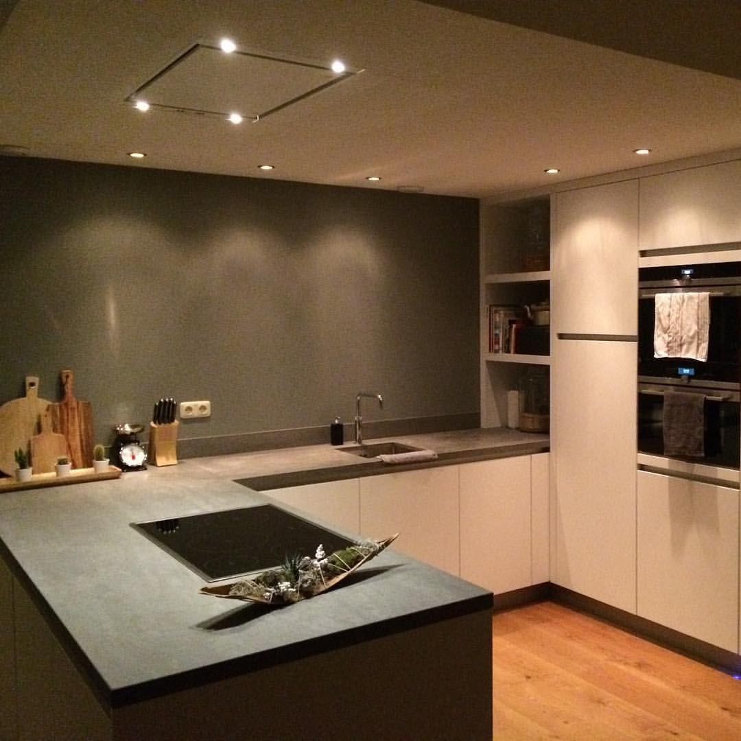 Dream Kitchens Nl: Geen Eiland Maar Wel Praktisch Om In Te Werken, Dampkap In