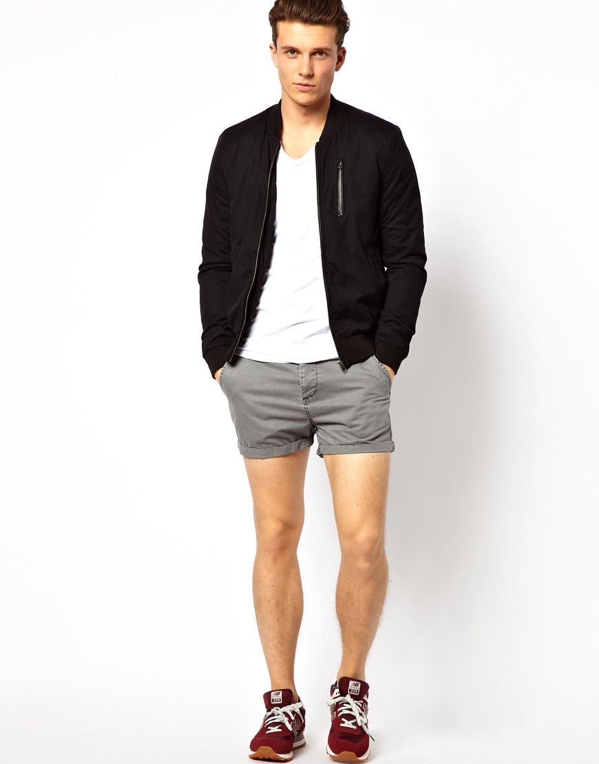 At American Eagle Outfitters, we've spent the past four decades developing our craft to become America's favorite jeans brand, and our men's shorts collection lives up to the same standard. Brimming with tried and true fits you love, the latest trends, and all of the washes and details you're looking for, we have a pair of men's shorts for every guy.