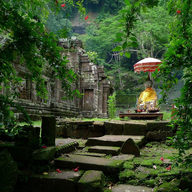 Shrine of Vat Phou overgrown by jungle by B℮n, via Flickr