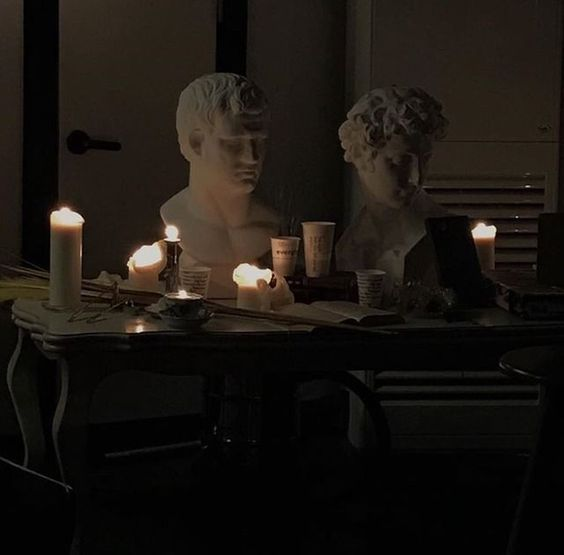 Dark And Light Academia Aesthetic