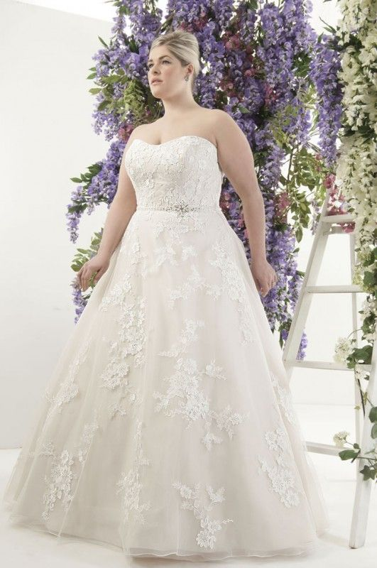 Curvy Brides Will Love This Romantic Lace Collection From Callista