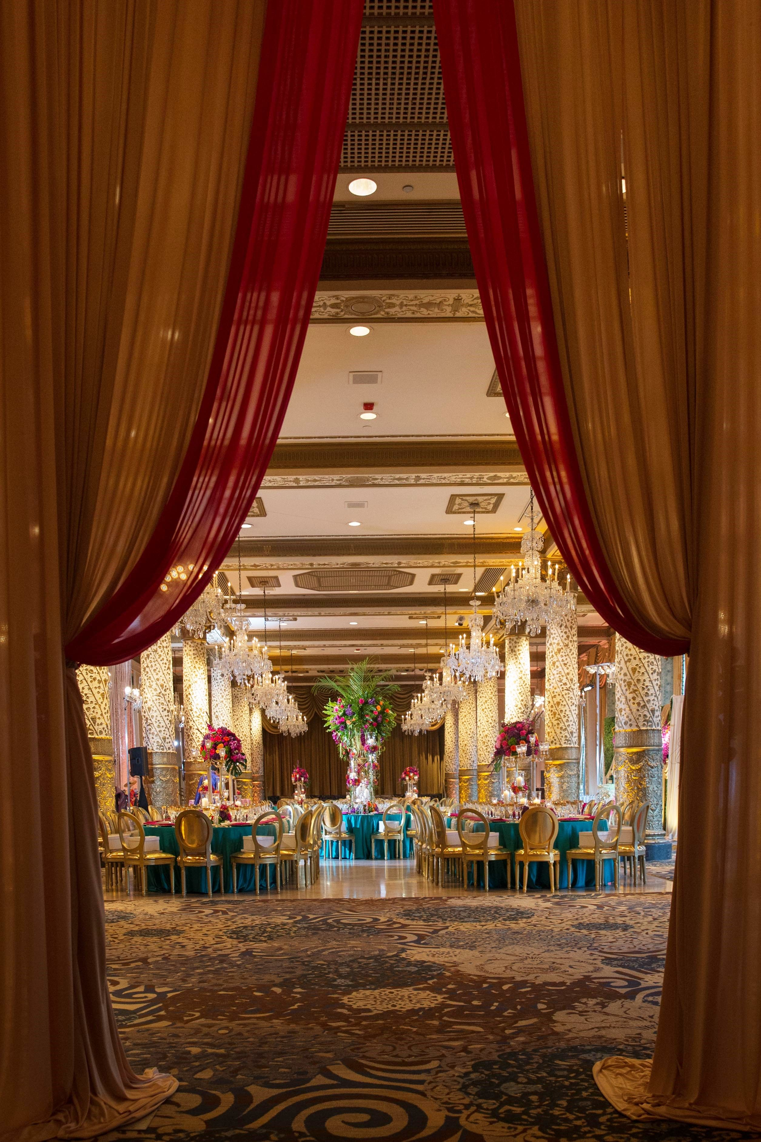 Wedding flowers and decorations chicago and weddings for Hotel decor chicago
