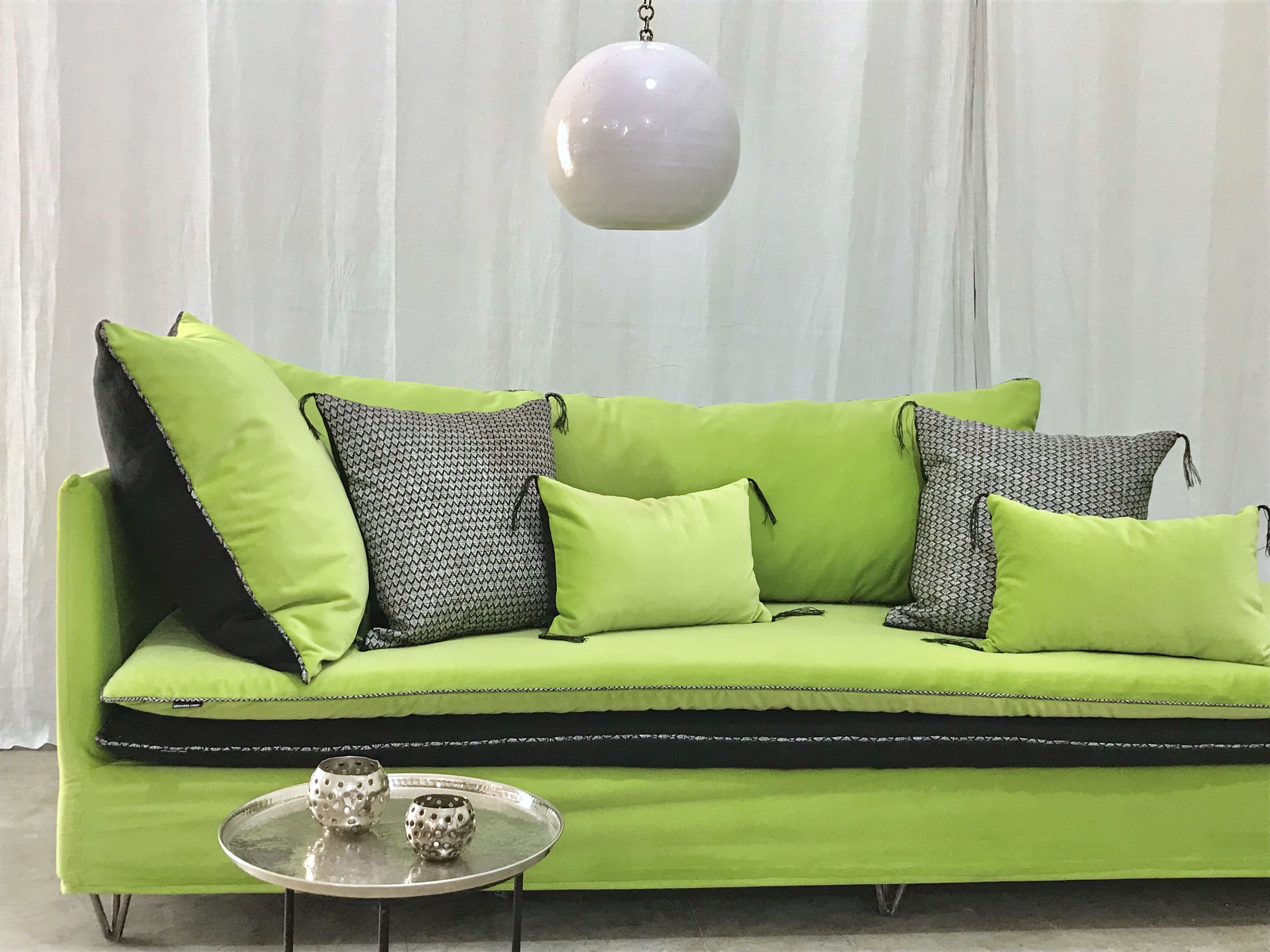 Canape Meridienne Sur Mesure Mille Et Une Nuit Velours Glam Vert Anis Finition Liseret Mykonos Mobilier De Salon Canape Canape Meridienne