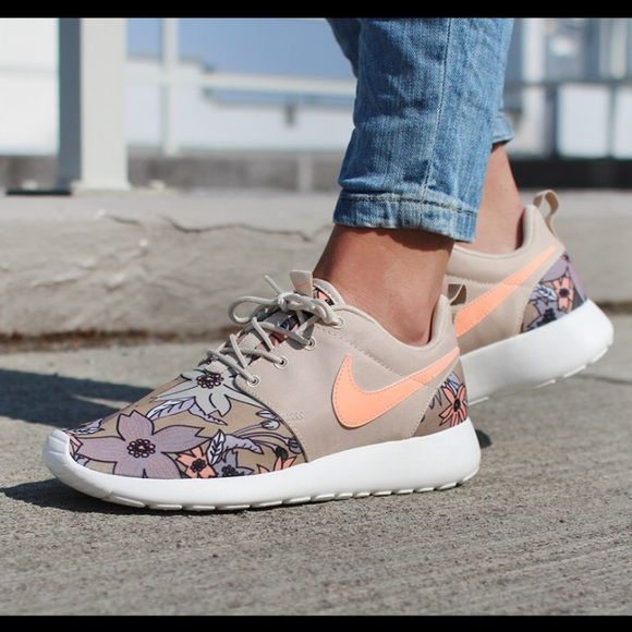 Nike roshe print premium floral beige tan coral