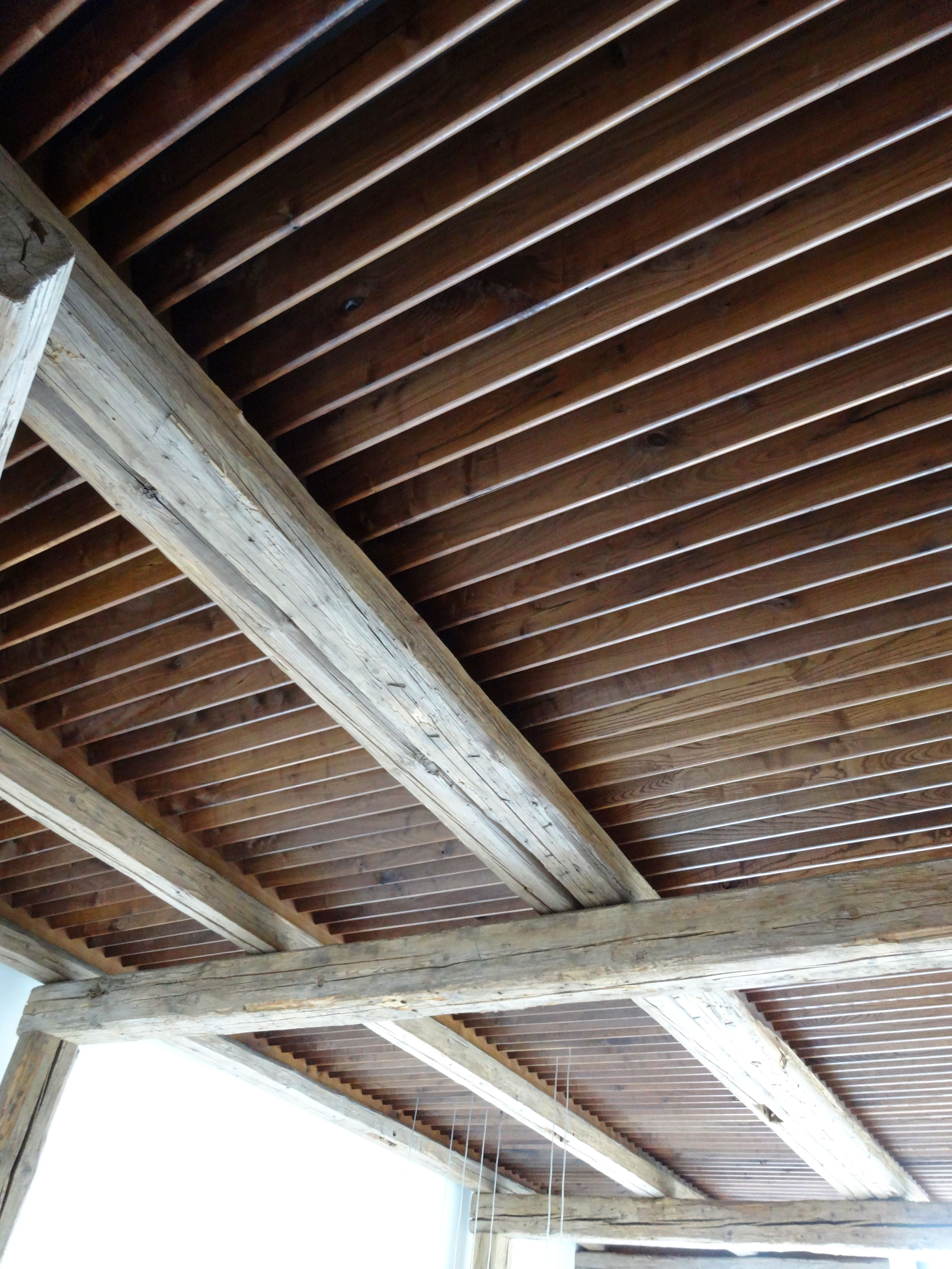louvered ceiling detail with reclaimed beams_arrigoni woods