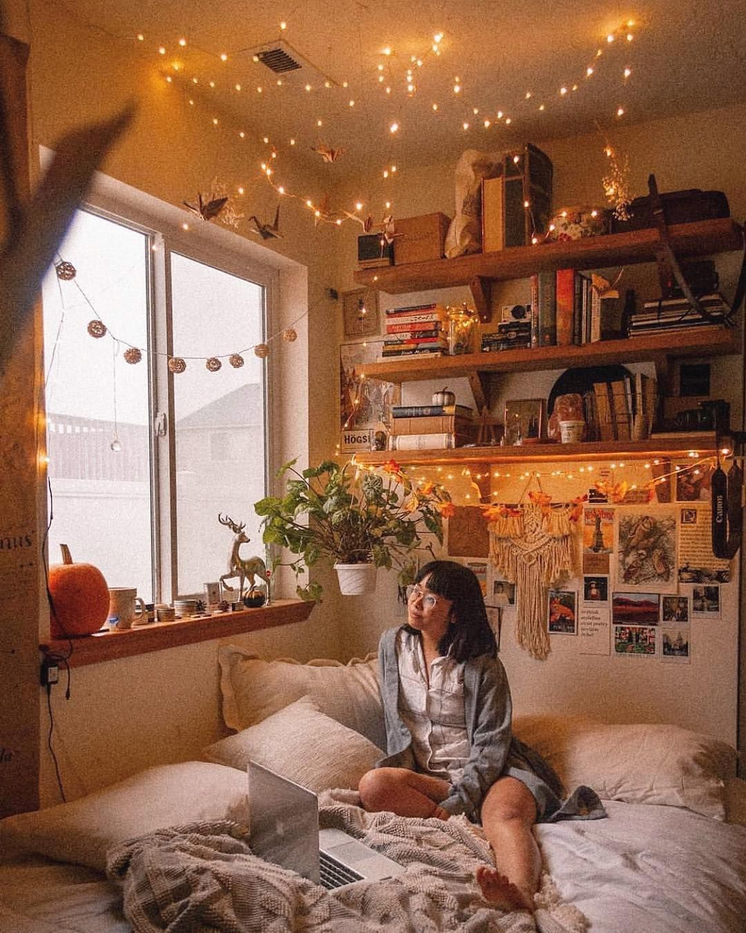 Cozy Levels Are Extremely High Withlovelinh Uohome Urbanoutfittershome Aesthetic Bedroom House Rooms Aesthetic Rooms