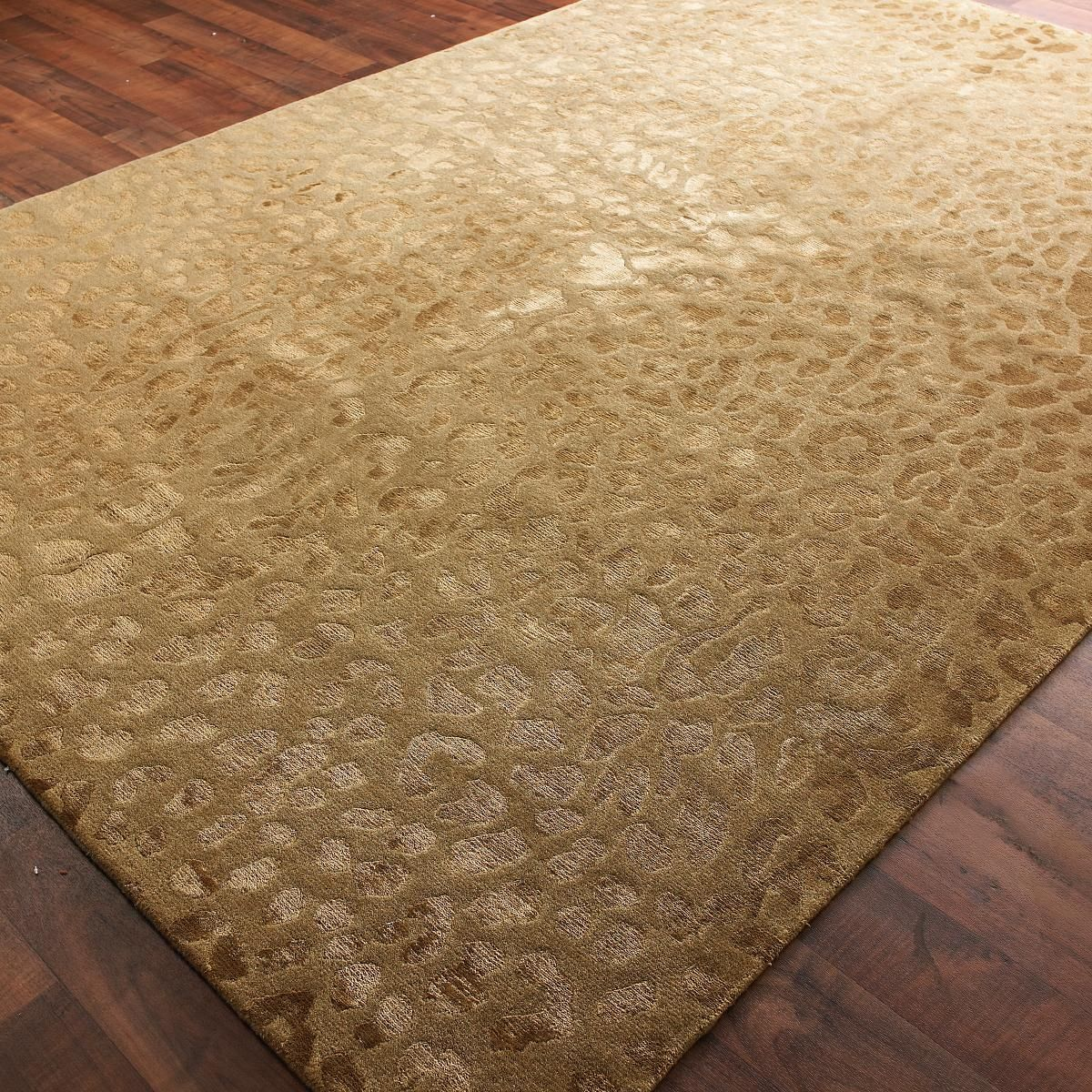 Carved Damask Rug: Wool And Silk Carved Leopard Pattern Rug: 2 Colors