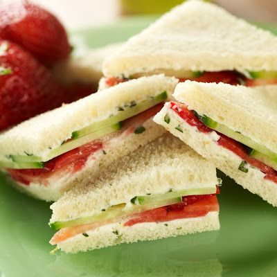 Strawberry & Basil Tea Sandwiches with Devonshire Cream @keyingredient #cheese #sandwich #bread