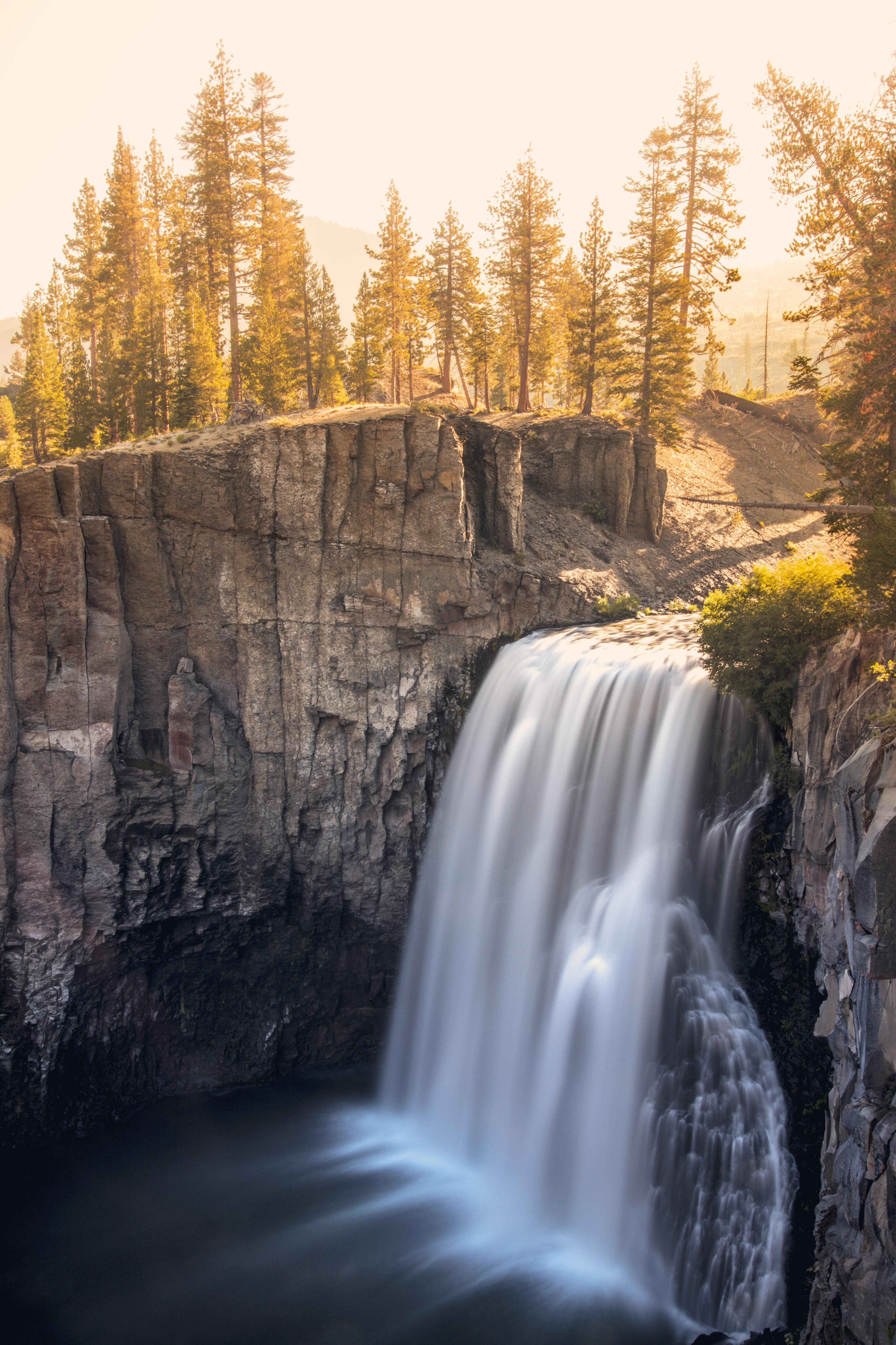 Rainbow Falls in California's Eastern Sierra. Formerly part of Yosemite National Park. [OC] [4480 x 6720] #rainbowfalls