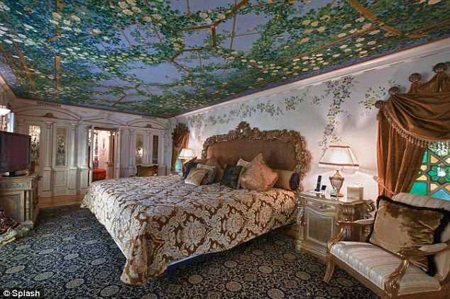 Schlafzimmer Versace ~ Gianni versaces mansion reopens as luxury hotel villa by barton g