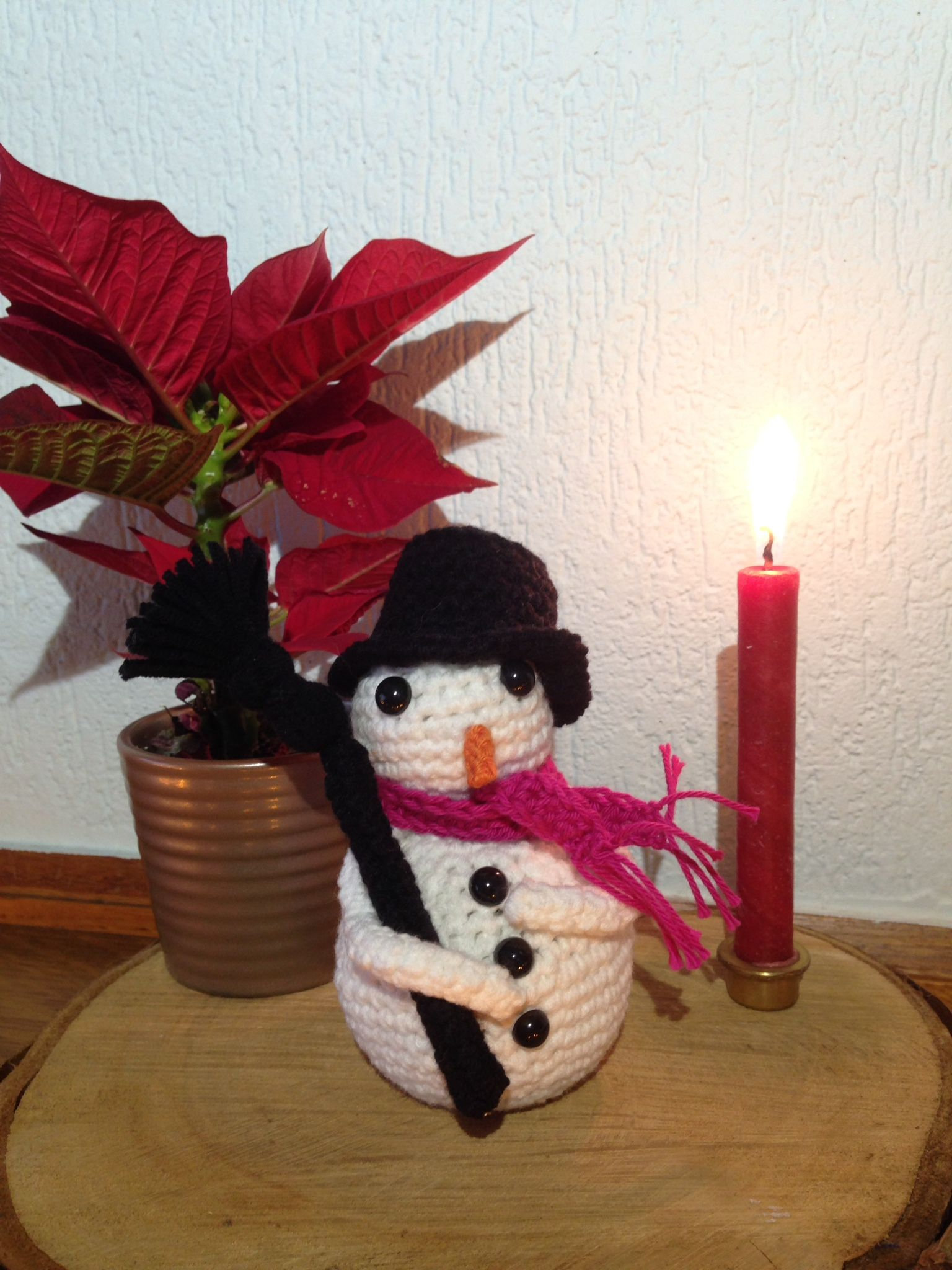 A free crochet pattern for a snowman. The pattern is fully written, very easy to follow and suitable for all skill levels. You can find the pattern here: Snowman.
