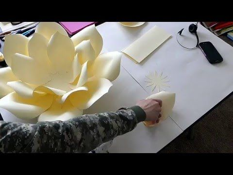 diy gro e papierbl ten wand aus kopierpapier selber machen deko kitchen youtube basteln. Black Bedroom Furniture Sets. Home Design Ideas