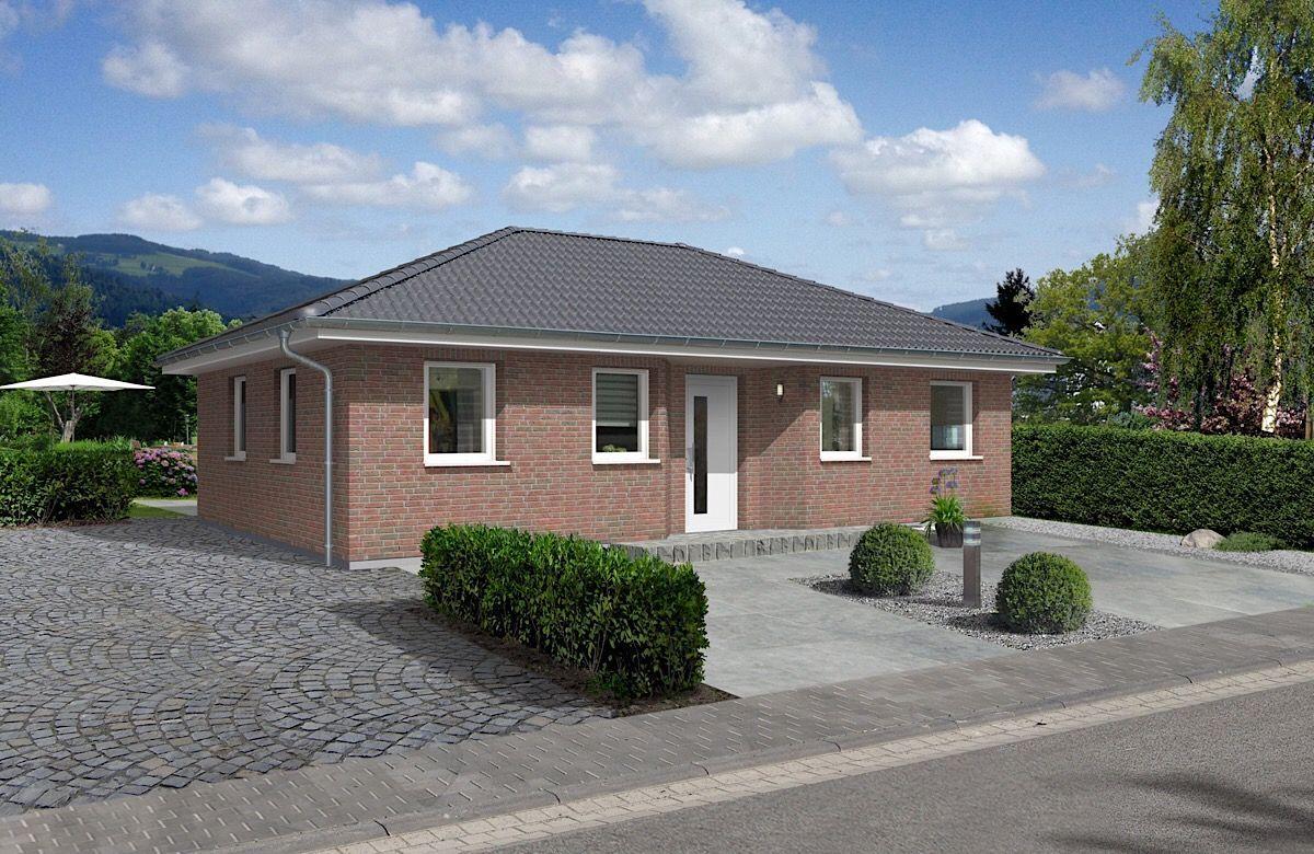 Moderner Bungalow aussen mit Klinker Fassade & Walmdach