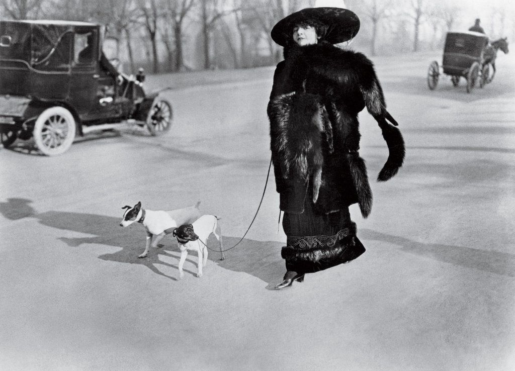 The actress la pradvina avenue du bois de boulogne 1911 photographie jh lartigue ministère de la culture france aajhl