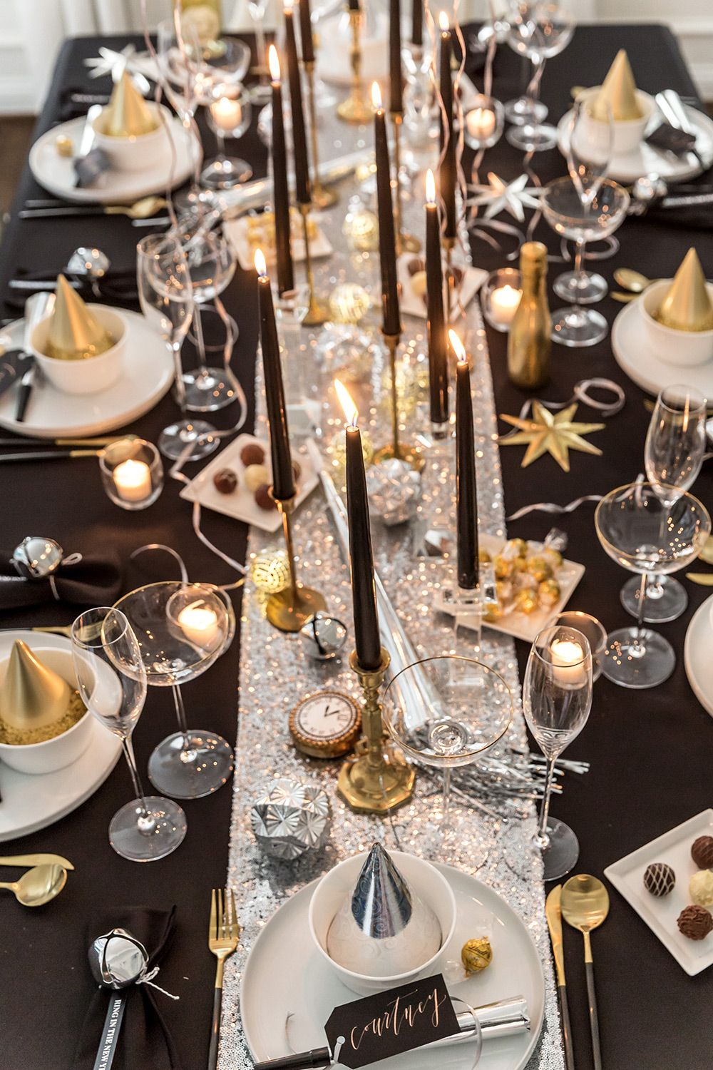 How to Host a New Year's Eve Dinner Party | Pizzazzerie
