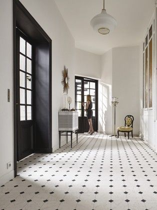 Here the entrance is underlined in black (woodwork and between-door) - but the ...