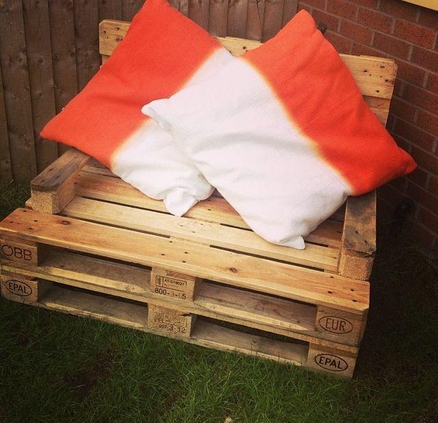 DIY garden pallet seat