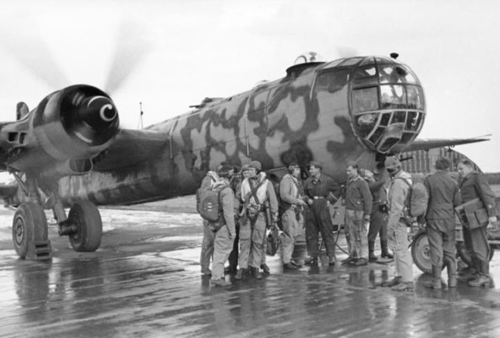 A Heinkel He 177 with its crew, Sept. 23, 1944. Heinkel finally gave up on the twinned DB 606 engines and redesigned the He 177B to have four conventional engines, with three prototypes flying in 1944, but by then it was too late, with bomber projects being cancelled and production concentrating on fighters.