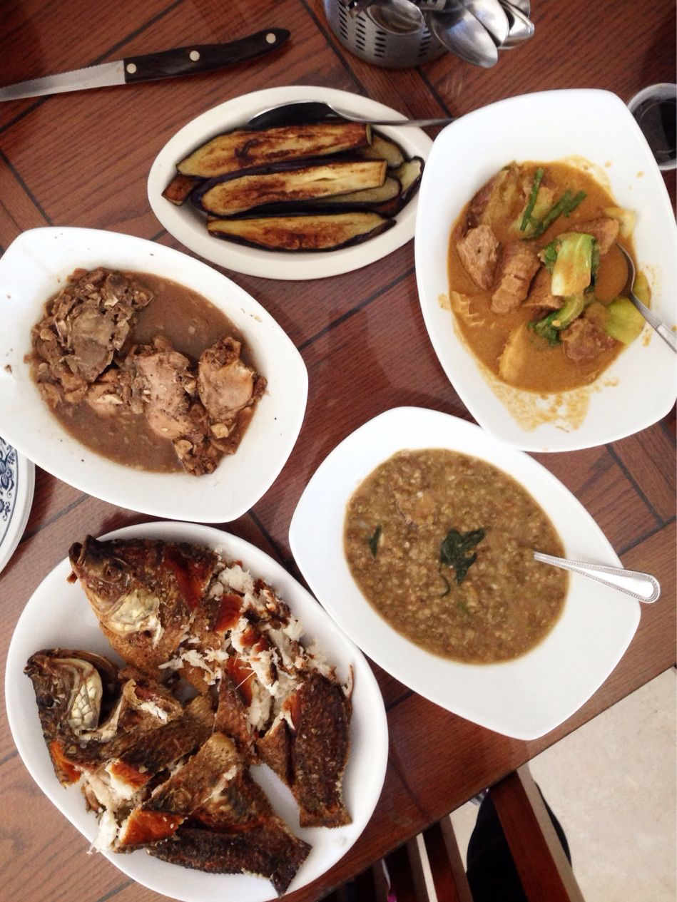 Some serious #Filipino food happened with cousin's visiting from Vancouver. Eggplant, Kare-kare, Mungo beans, Tilapia, and chicken Adobo. There was also pancit and rice. #feast  #mealforameal #family #locavore #eatrealfood #ethnic #global #lunch #instafood #seafood #flexitarian #food #love #happy