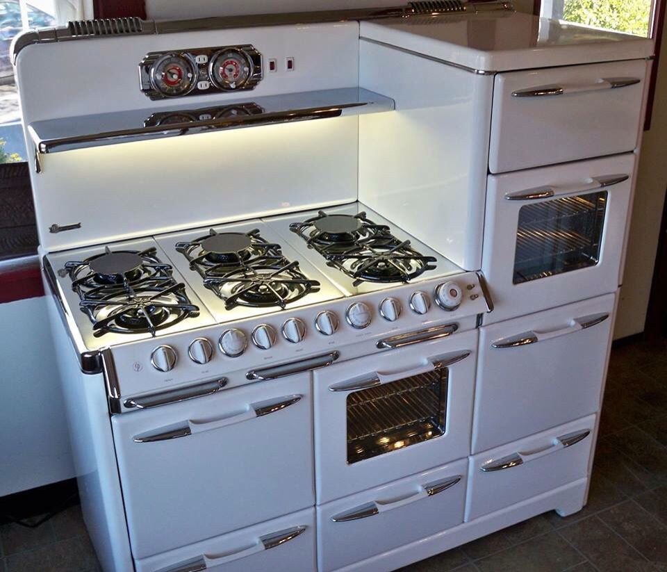 Vintage Kitchen Appliances: Awesome Vintage Cooktop With Multiple Ovens And Warming