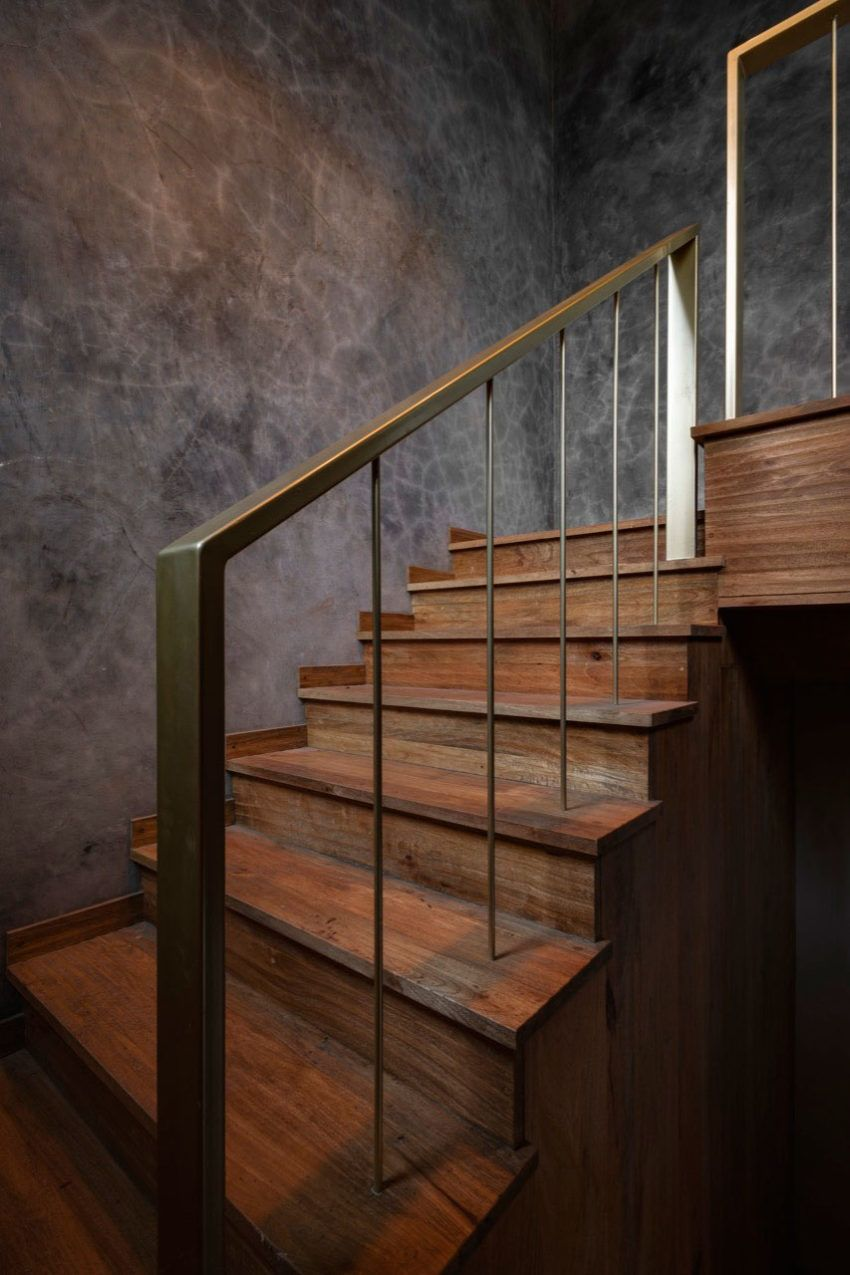 Wood And Concrete Interiors Creates A Perfect Combination For Rooftop Apartment Studio Course The Architects Diary Concrete Interiors Indoor Railing Stairs Design Modern