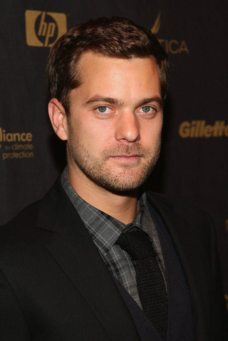 Pin for Later: Joshua Jackson's Transformation From Pacey to Perfect Man Hello, sexy stare! Joshua mastered this one in 2008.