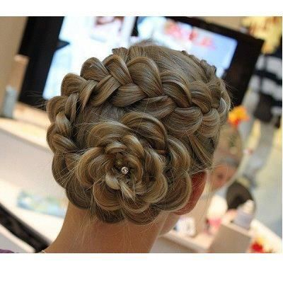 Flower updo. I could totally do this!