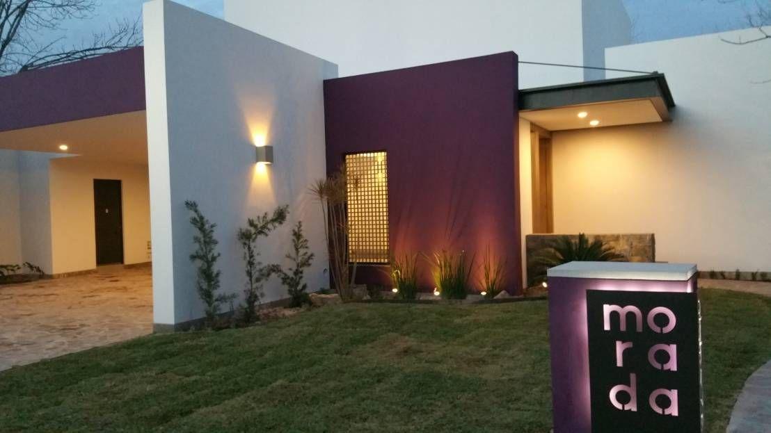 Encuentra las mejores ideas e inspiración para el hogar. CASA MORADA por MARIO TALAMAS | homify