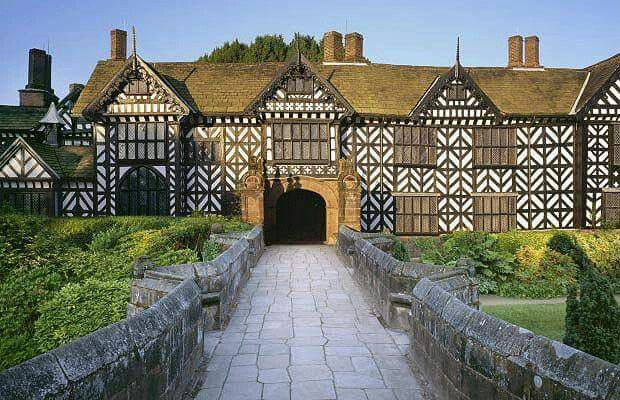 Speke Hall Is A Wood Framed Wattle And Daub Tudor Manor House In Speke Liverpool Credit The Telegraph With Images Liverpool Wattle And Daub Building Structure
