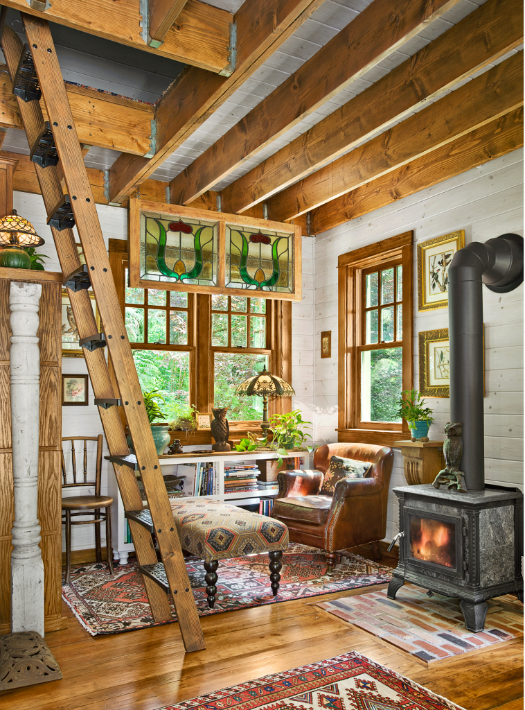 Country Decor Craft Ideas Comfort Food And Antique Appraisals Country Living Magazine In 2020 Best Tiny House Small House Pictures Cabin Living Room