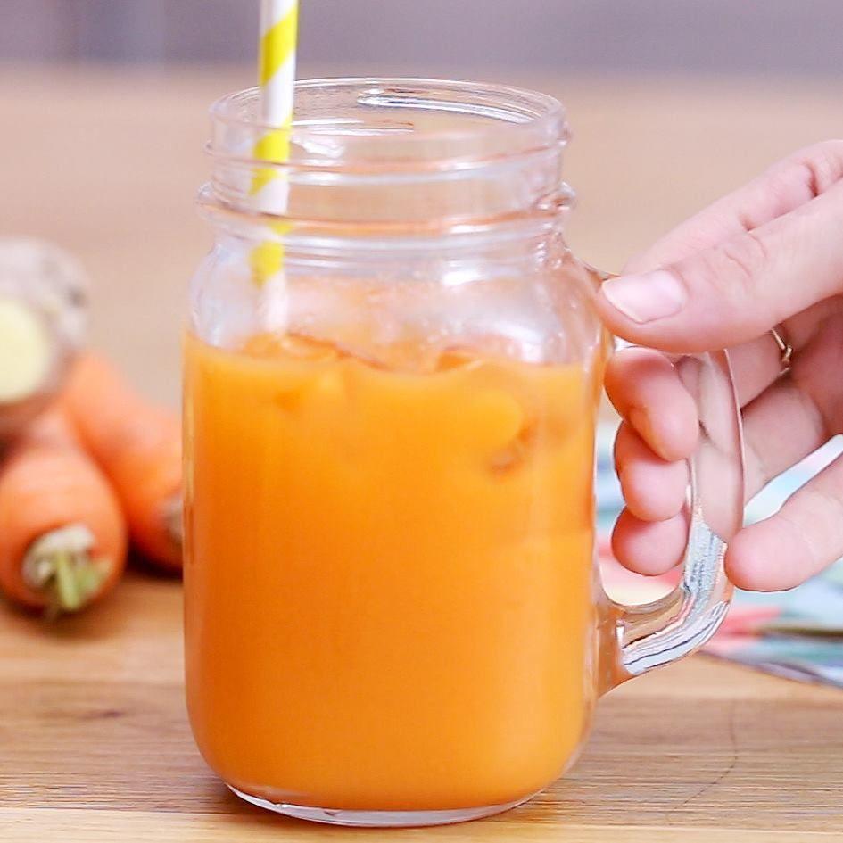 Apprenez à réaliser facilement un jus detox à la pomme, aux carottes et au gingembre avec la centrifugeuse Cooking Chef Gourmet de Kenwood