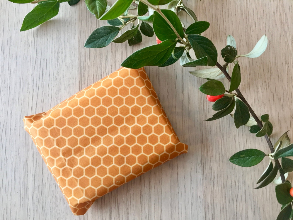 The Bees - 2 beeswax wraps (28x28cm, 20x20cm round) Reusable packaging wrap bee's wrap, Zero waste, eco-packaging. #beeswaxwraps The Bees 2 beeswax wraps 28x28cm 20x20cm round Reusable | Etsy #beeswaxwraps