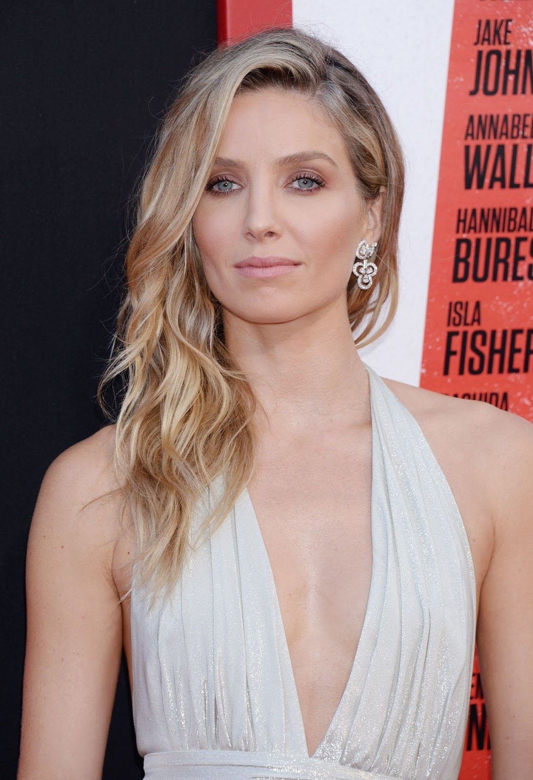 Annabelle Wallis Tag Premiere In Westwood Daily Celebrity Life