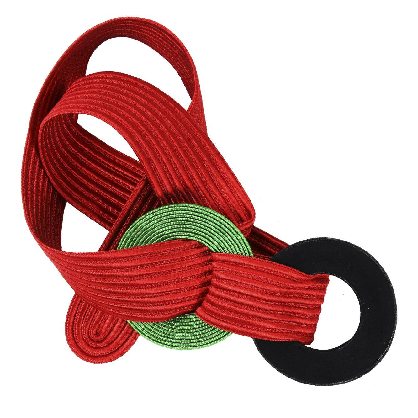 YVES SAINT LAURENT Gürtel  Diesen Gürtel aus roten Seidenrips kann man mit mit zwei ebenfalls aus Seide gefertigen schwarz/grünen Ringen individuell schließen.