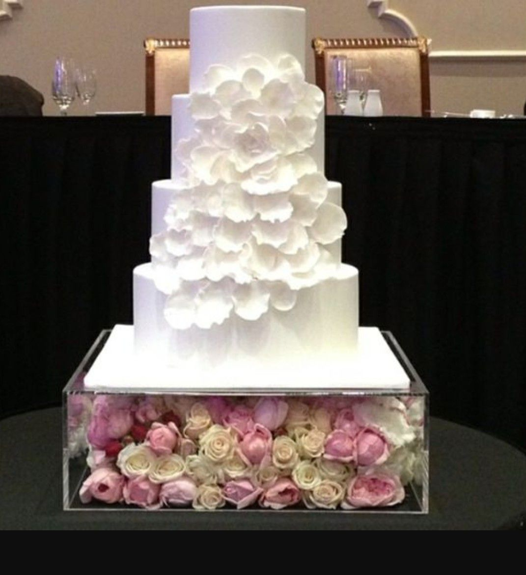 Acrylic display box with flowers wedding cake display