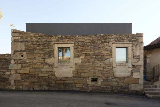 Incredible Stone Facade Design to Spike up Design of