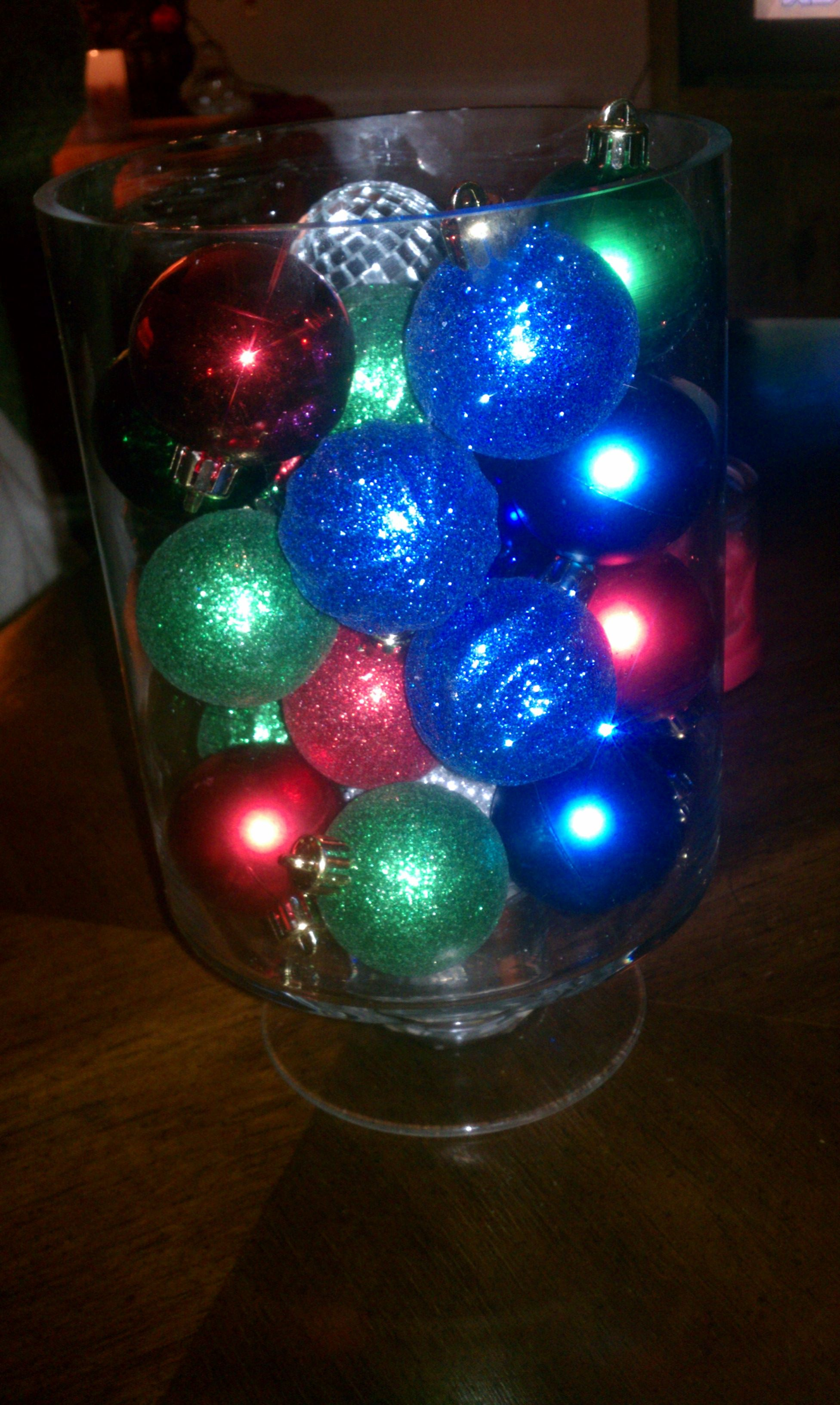 Quick easy and cheap Christmas table centerpiece