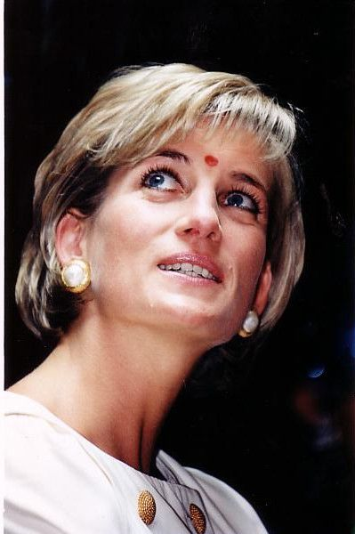 June 6, 1997: Diana, Princess of Wales visited the biggest Hindu temple outside India, in Neasden in London.