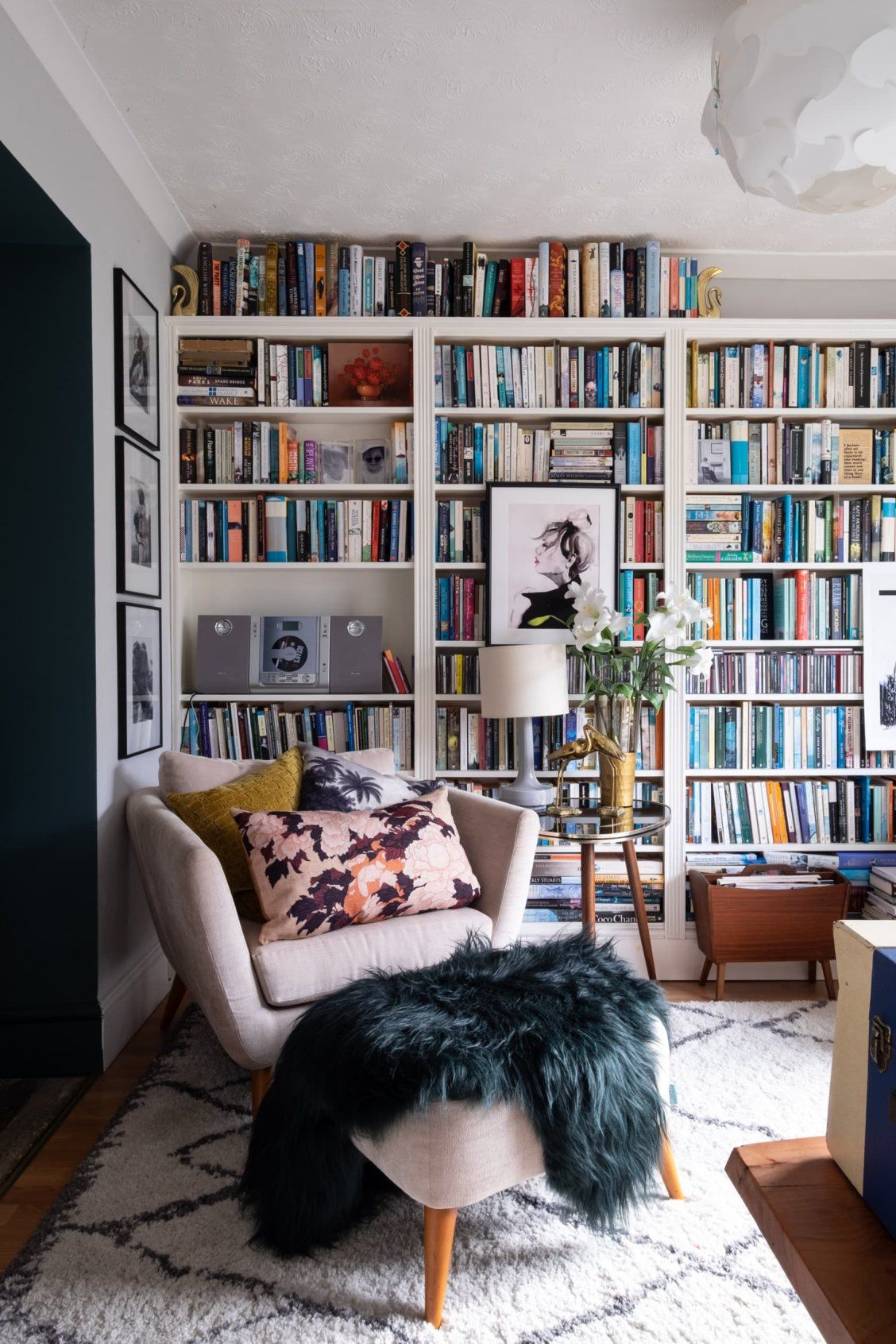 Photo of A Book-Filled Maximalist Home Has Must-See Blue Kitchen Cabinets