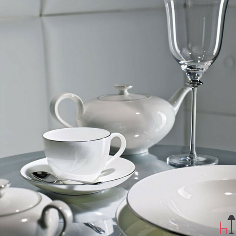 The whiteness of the porcelain characterizes the