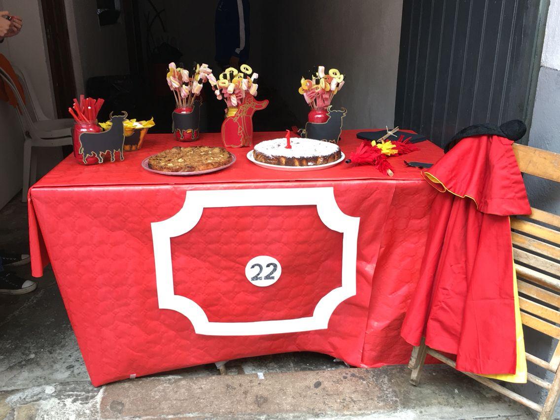 Burladero capote torero toro chuches mesa cumplea os - Mesas para dibujar ...