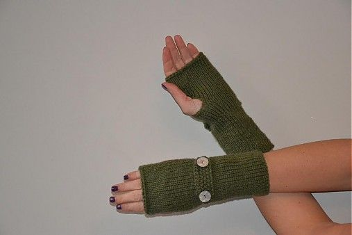 Fira / Rucne pletene rukavice s manzetkou a knoflicky v zelene