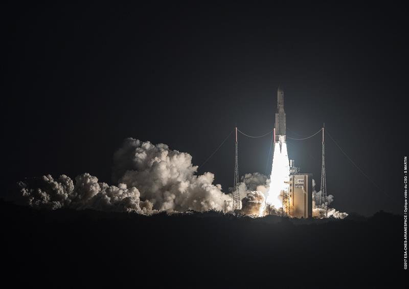 Lanzamiento del cohete Ariane 5 desde la base de Kurú en la Guayana francesa.