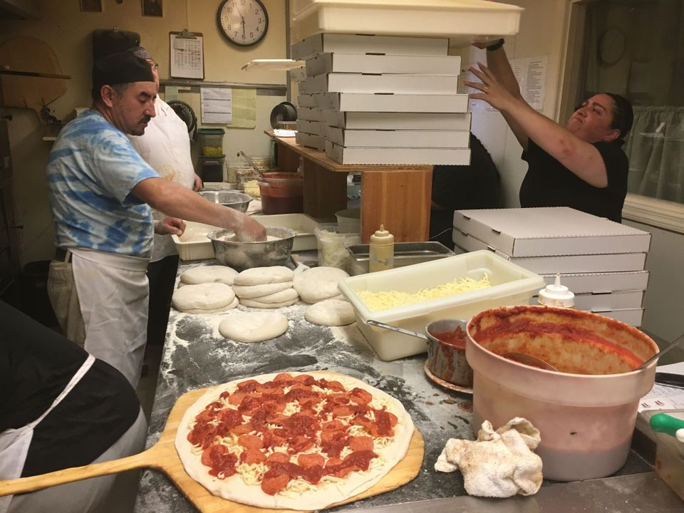 N J S 34 Greatest Old School Pizzerias Thin Crust Pizza Thin Crust Daily Meals