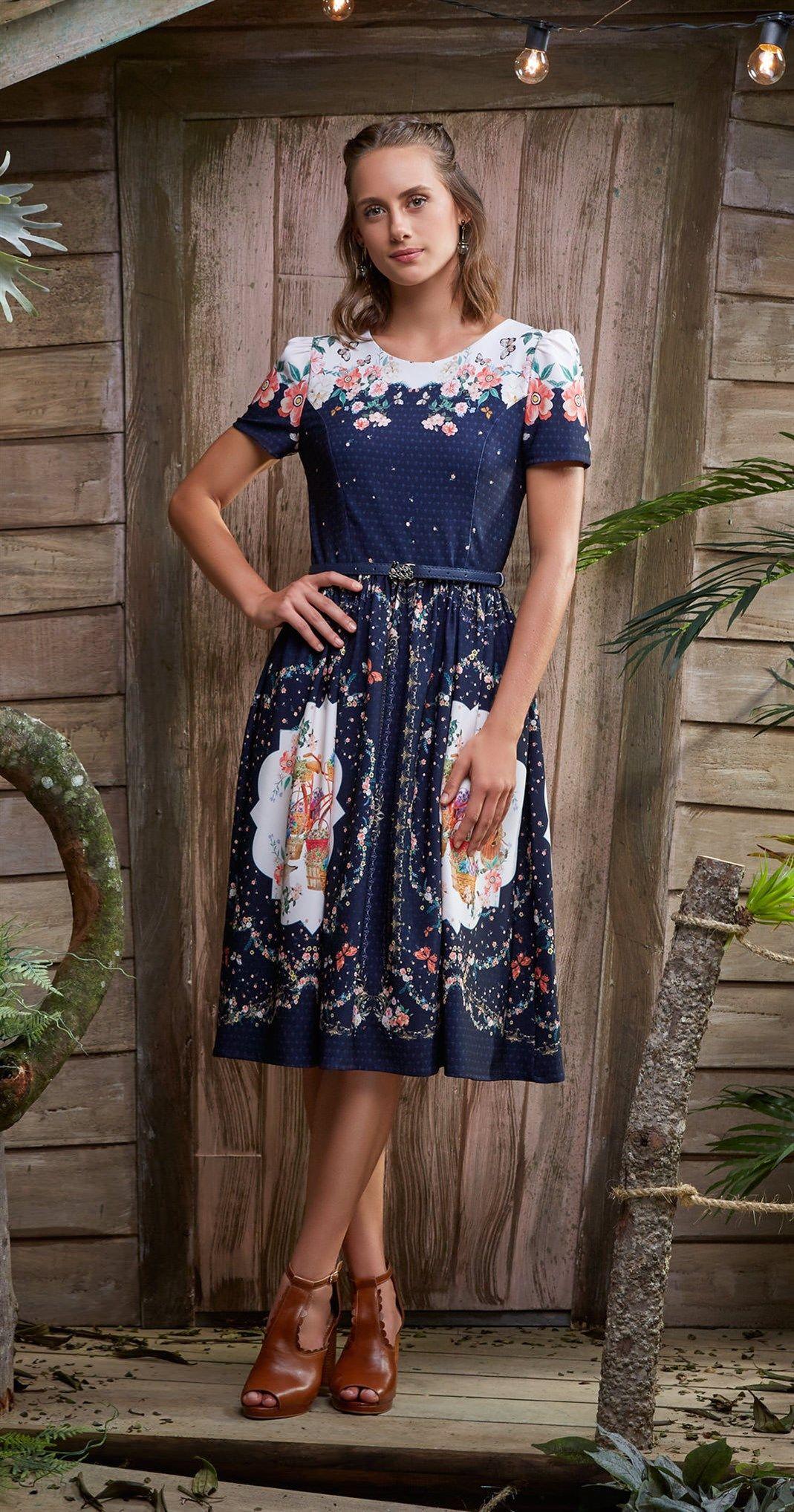 3af0b1153 Só na Antix Store você encontra Vestido Midi Barrado de Flores com  exclusividade na internet
